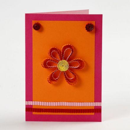 Kort med quilling blomst og pynt