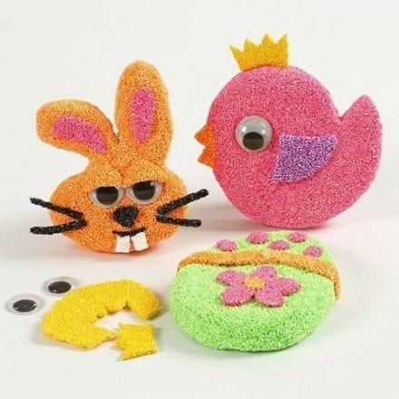 Påskekylling, påskehare og påskeæg dekoreret med Foam Clay og påsat magnet