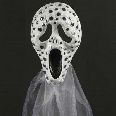 Scream maske af papmaché pyntet med rulleøjne og organzastof