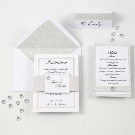 Indbydelse, menukort og  bordkort i hvid og sølv