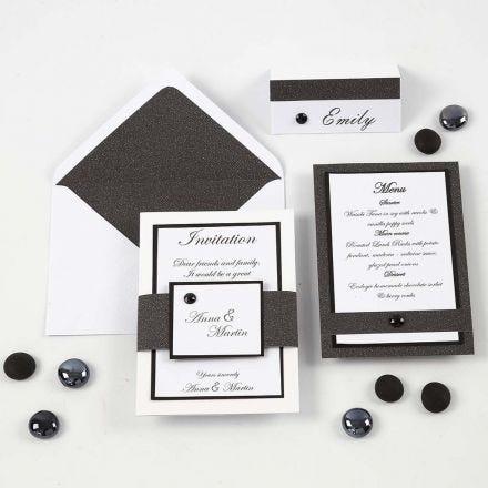 Indbydelse, menukort og bordkort i hvid og sort
