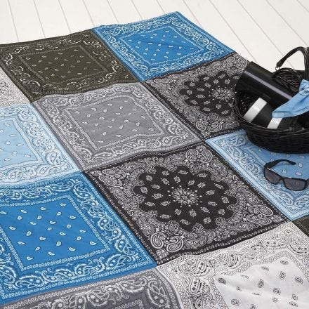Vatteret tæppe af bandanaer