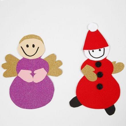 Engel og nisse lavet med skabelon og materialer fra klippepakke til jul
