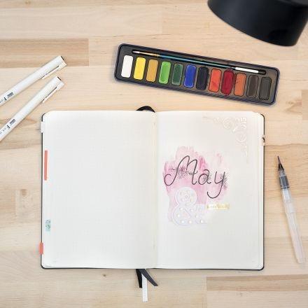 Bullet journal malet med vandpensel efter akvarel teknik