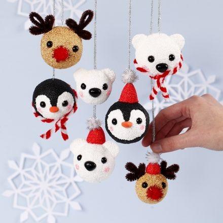 Julekugler dekoreret med Foam Clay som rensdyr, isbjørn og pingvin