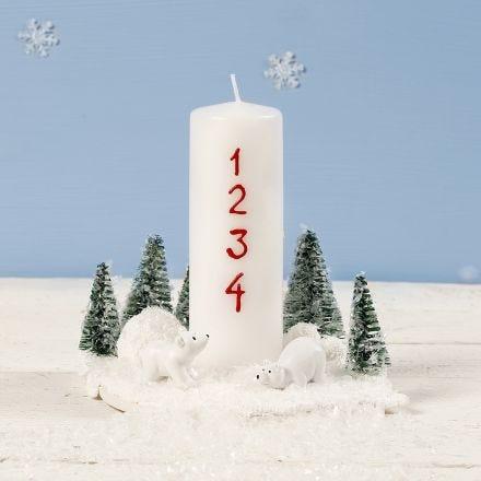 Juledekoration med adventslys pyntet med isbjørne og juletræer