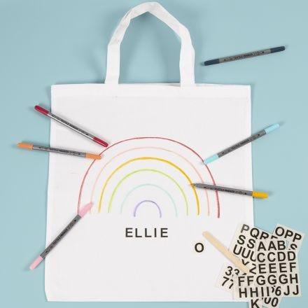 Mulepose dekoreret med tekstiltuscher og rub on stickers