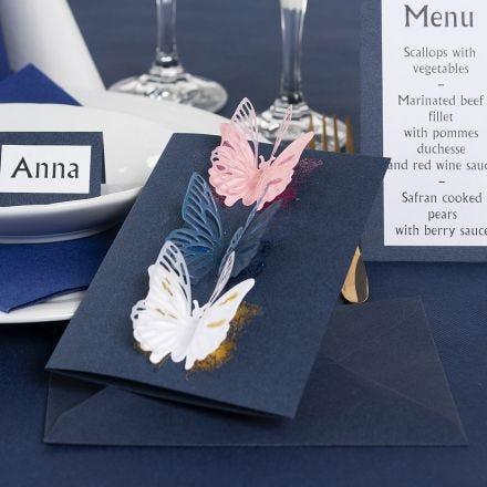 Invitation med udstansede sommerfugle og dekorationsfolie
