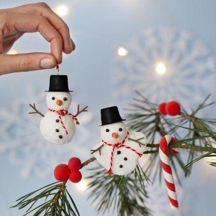 Snemænd af Foam Clay til ophæng samt julestokke og bær af Silk Clay