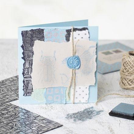 Hjemmelavet kort med håndlavet papir, stempler og segl