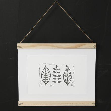 Hjemmelavet stempeltryk af blade på papir