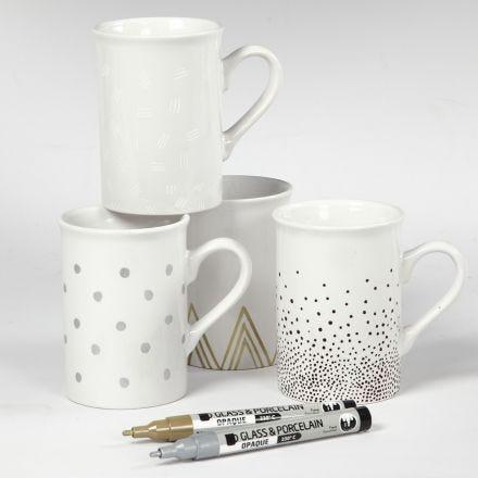Porcelænskrus dekoreret med forskellige motiver