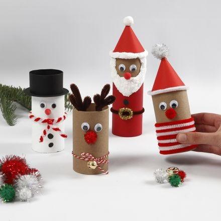 Julefigurer af paprør med pynt