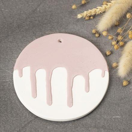 Platte af selvhærdende ler med glasureffekt