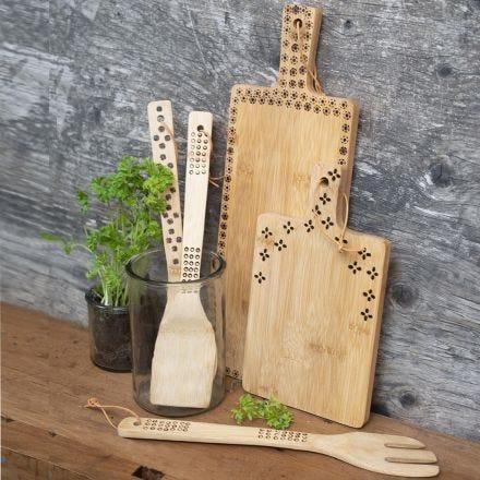 Køkkenredskaber af bambus dekoreret med elbrænder