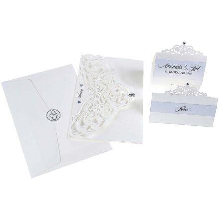 Indbydelse og bordkort i råhvid perlemor med filigranudskæringer