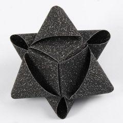 Kubeformet julestjerne af glitrende stjernestrimler fra Vivi Gade