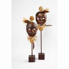 Afrikanske masker på pind