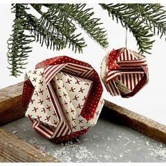 Japansk julekugle foldet af origamipapir