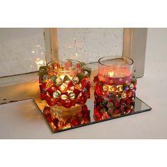 Lysglas pyntet med perler og stjernestrimler