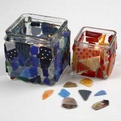 Lysglas pyntet med mosaik og malet med porcelænstusch