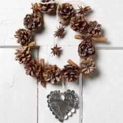 Julekrans af kogler