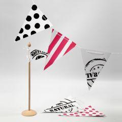 Flagguirlande med stenciltryk, striber og bomber