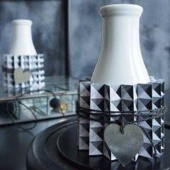 Vase med plisséret bælte af designpapir