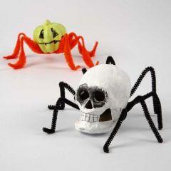 Halloween kryb af papmaché figurer og chenille