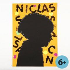 Silhouette af sort karton på dekoreret bagstykke