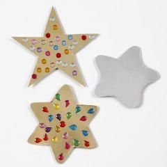Julehjerter og julestjerner af karton pyntet med rhinsten