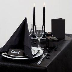 Inspiration til fest med sort borddækning, bordkort og bordpynt