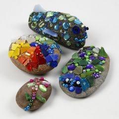 Sten med glasmosaik