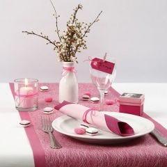 Borddækning og bordpynt i pink og rosa med lakridskonfekt af Silk Clay