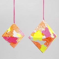 Diamant af papir med aftryk i neonfarver