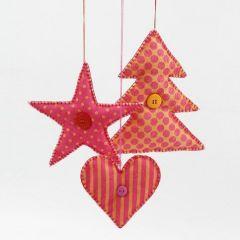 Juletræ, stjerne og hjerte syet af mønstret filt stof