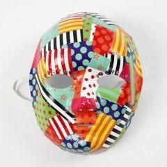 Decoupage af mønstret glanspapir på maske