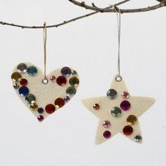 Julehjerte og julestjerne af filt pyntet med rhinsten