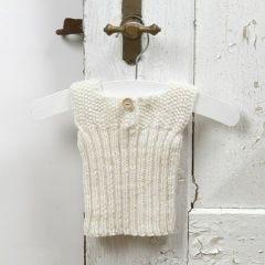 Strik til baby - undertrøje af blød merinould babygarn