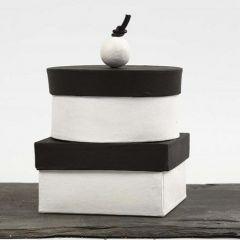 Håndlavede æsker, malet med tavlemaling og pyntet knop på låget