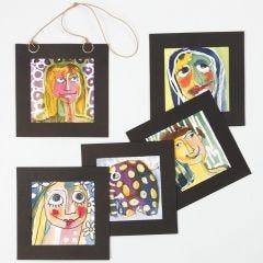 Portræt lavet med akvarelfarver og tegnegummi
