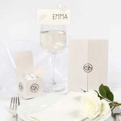 Bryllupsinvitation, bordkort og bryllupspynt med pailletter og stickers