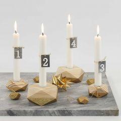 Adventsstage af fire træstager med partielt guld