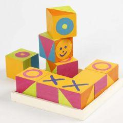 Træklodser malet som spillet 'kryds og bolle'