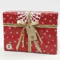 Julegaveindpakning i rødt, hvidt og guld