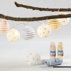 Lyskæde med malede lampeskærme af rispapir
