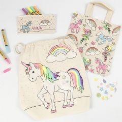 Enhjørninge penalhus, mulepose og skopose dekoreret med tekstiltuscher, glimmer samt pailletter