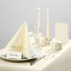 Inspiration til fest med råhvid borddækning, bordkort og bordpynt