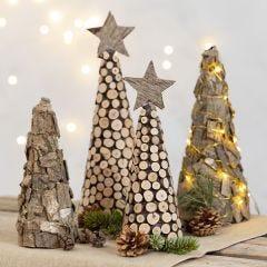Juletræ af styroporkegle med bark og træskiver