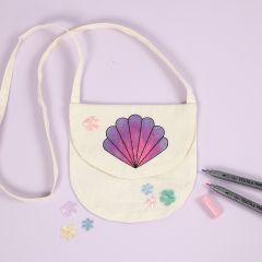 Taske med muslingeskal motiv farvelagt med tekstiltuscher